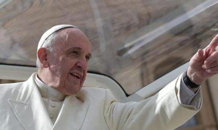 """Il Papa ai salesiani: """"Attenti a chi entra in seminario perché incapace di cavarsela nel mondo"""""""