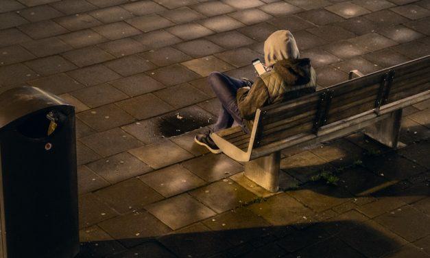 Giovani e senza amici : quando la solitudine bussa alla porta…