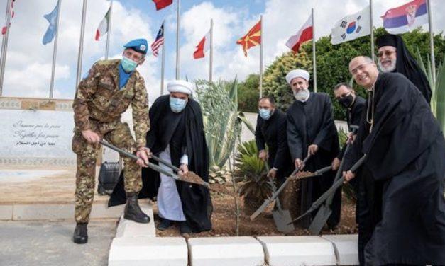 Insieme per la pace: le religioni s'incontrano nella base dei caschi blu italiani